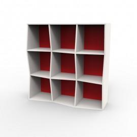 Etagere murale bois couleur blanc et rouge apportant de la couleur dans votre salle de pause ou des espaces café