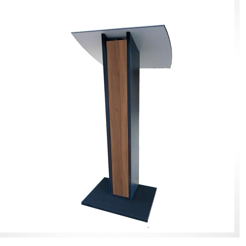 Pupitre est en hêtre bois de coloris blanc et en corps graphite doté d'un écritoire incliné pour la lecture de documents en conférence ou discours